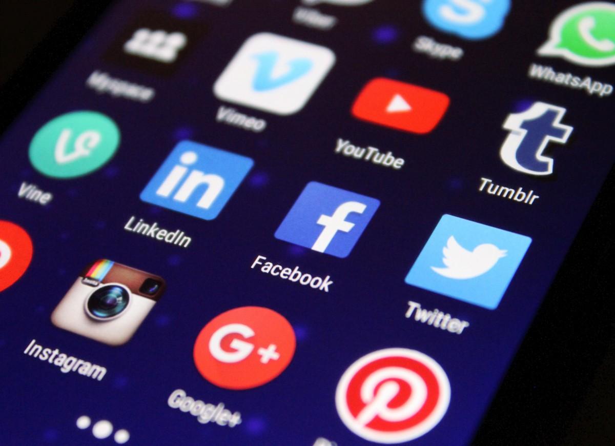 logos-reseaux_sociaux_smartphone