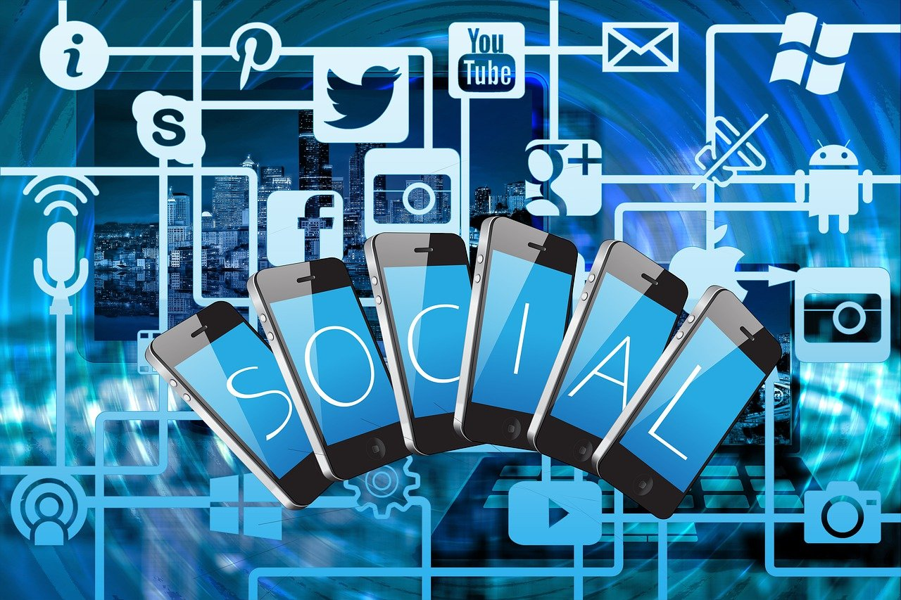 Réseaux sociaux stratégie SEM